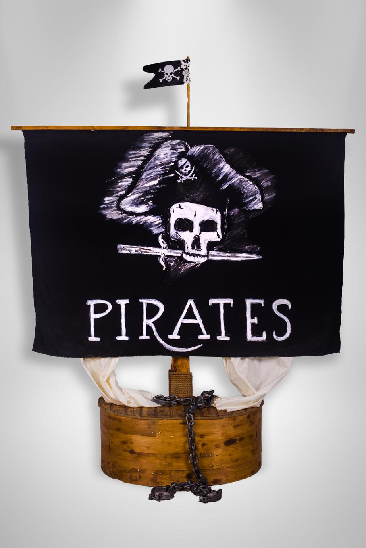 Steag pirati, inchiriere decoruri, petrecere tematica, photo corner