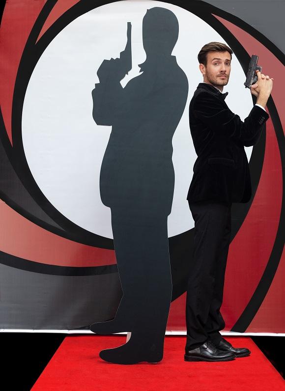 Silueta James Bond, inchiriere decoruri petreceri tematice