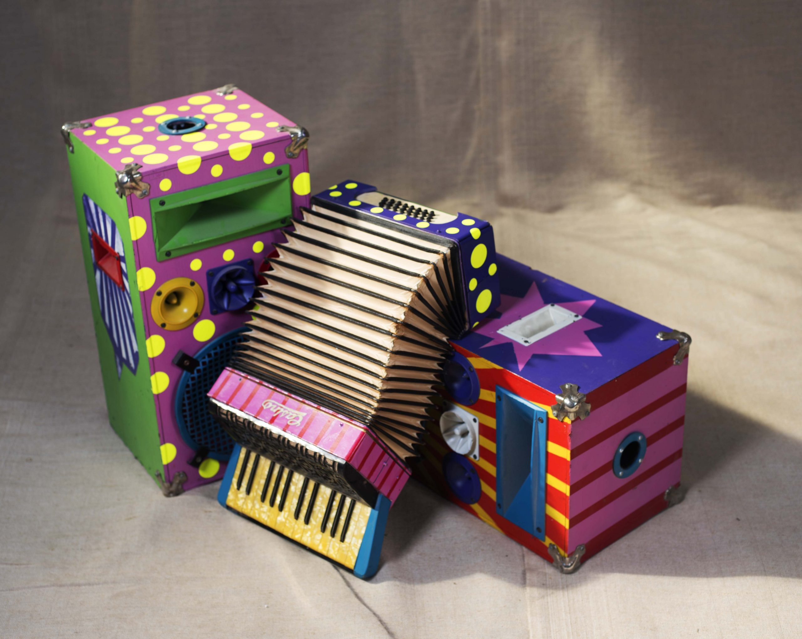 inchiriere decor acordeon pop art