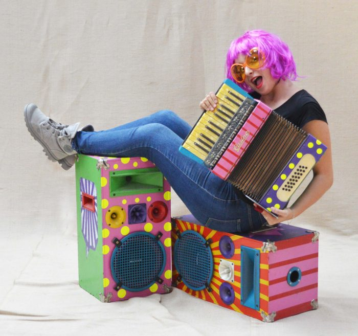 inchiriere decor acordeon pop art