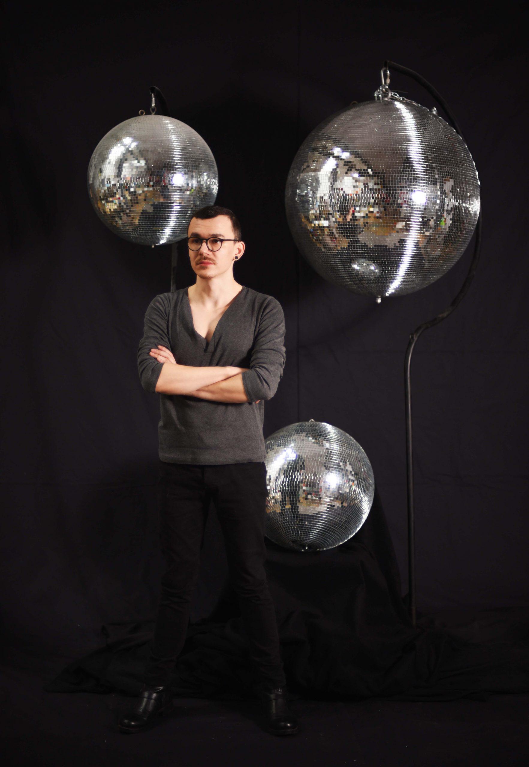Glob Disco, inchiriere decor petrecere tematica, photo corner, anii 80, 90