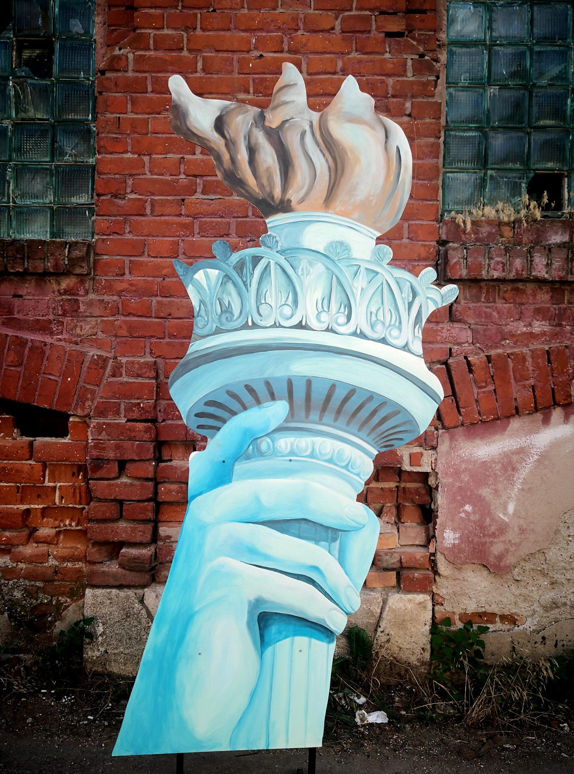 Flacara Statuii Libertatii , inchiriere decouri , petreceri tematice