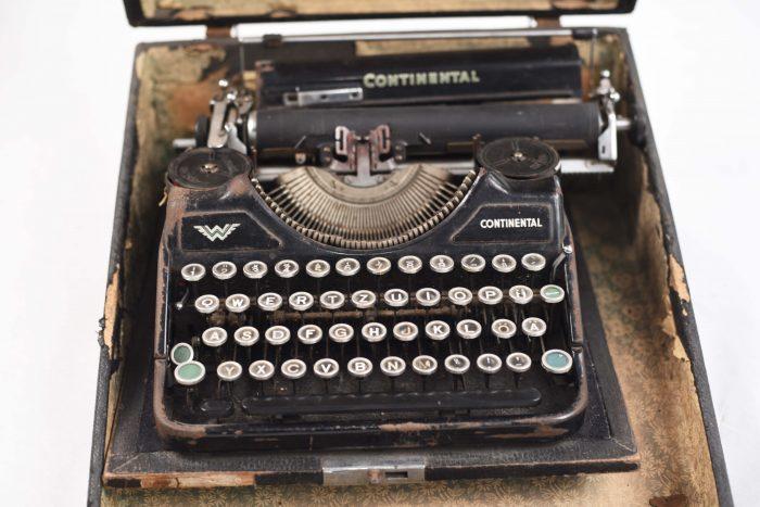 Masina retro de scris , vintage , recuzita fotografii