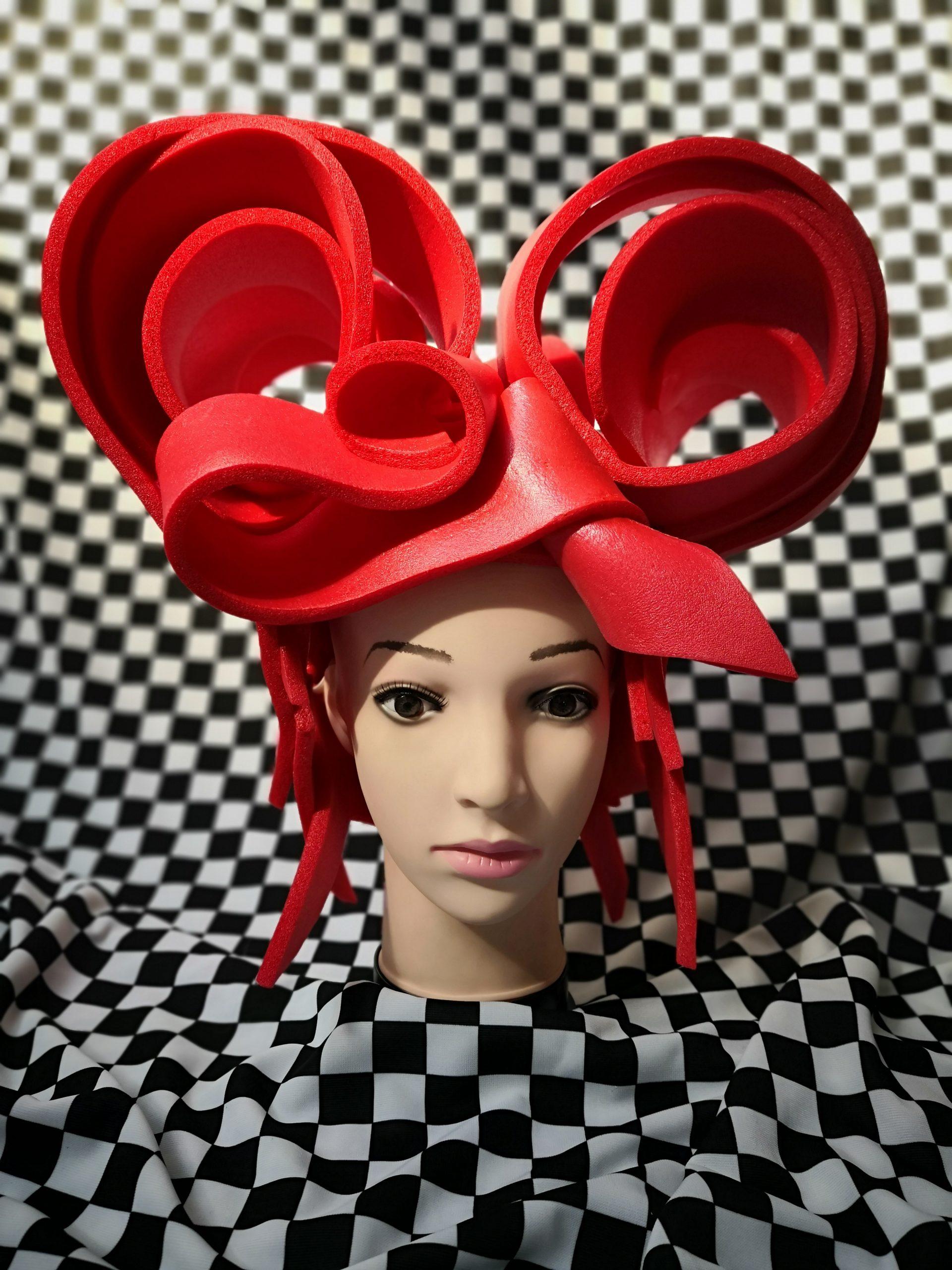 Peruca queen of heart , inchiriere costume , petrecere tematica , drag queen